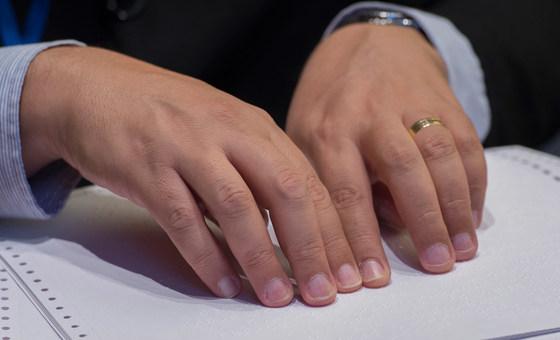 foto manos lenguaje signos.jpg